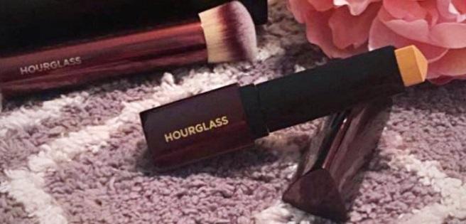Hourglass Vanish Seamless Foundation Stick